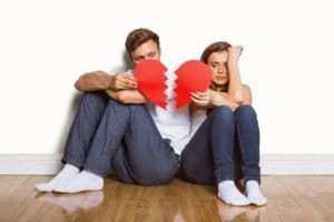 18 Signs Of A Toxic Relationship (Most People Ignore)