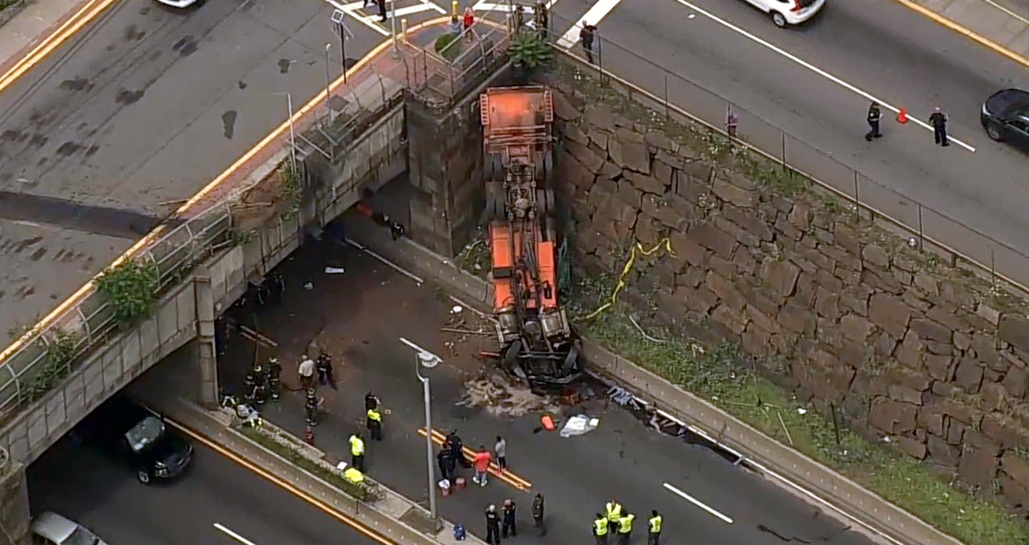 Overturned Truck Lincoln Tunnel New Jersey – Garbage Truck Accident